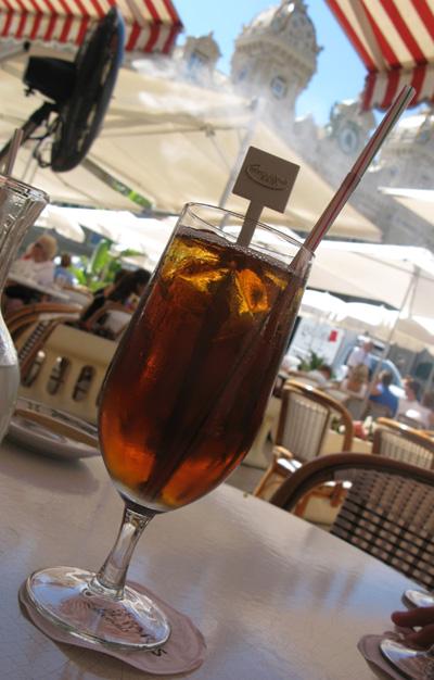 le café de Paris sur la place du casino à Monaco